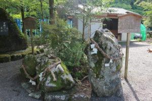 丹生川上神社下社牛石蛙石
